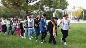 在北京奥森公园举行的自然教育主题教师沙龙,老师和孩子一起体验自然教育活动_副本
