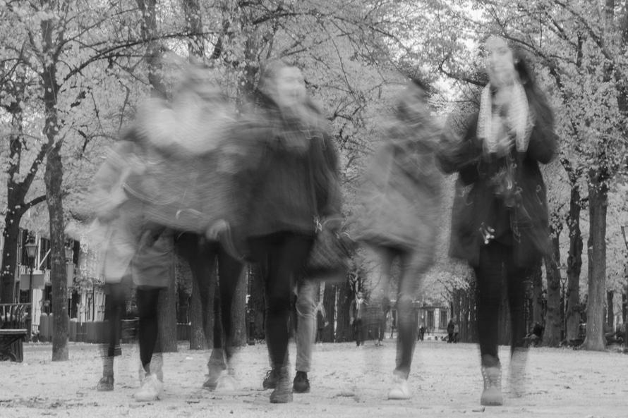 woman-street-friends-fun-23591-large_副本