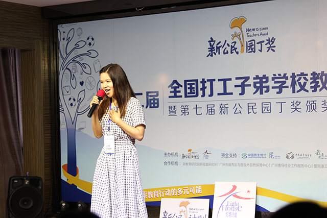 成都西蜀实验学校杜莉莎老师演唱歌曲