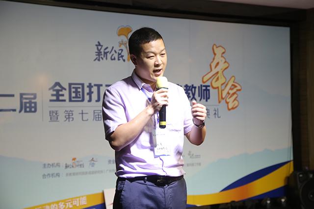 上海塘湾小学信息科技老师代威讲述自己的留守经历