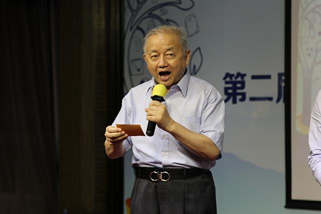 谢小庆老师宣布金粉笔奖获奖老师名单